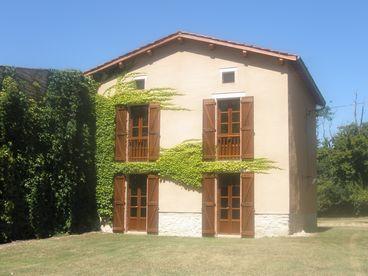 View Farmhouse  Chateau de Dournes