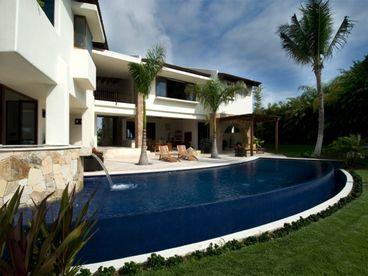 View Villa Serena  Lagos del mar