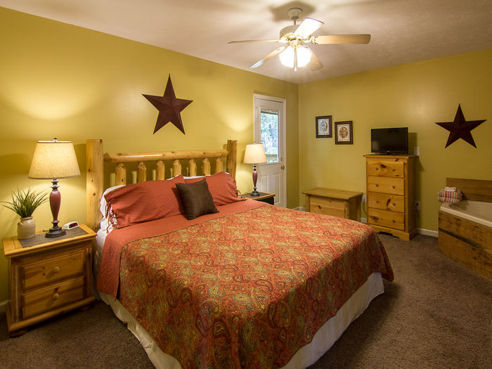 gatlinburg tennessee pet friendly cabin w 2 king master suites