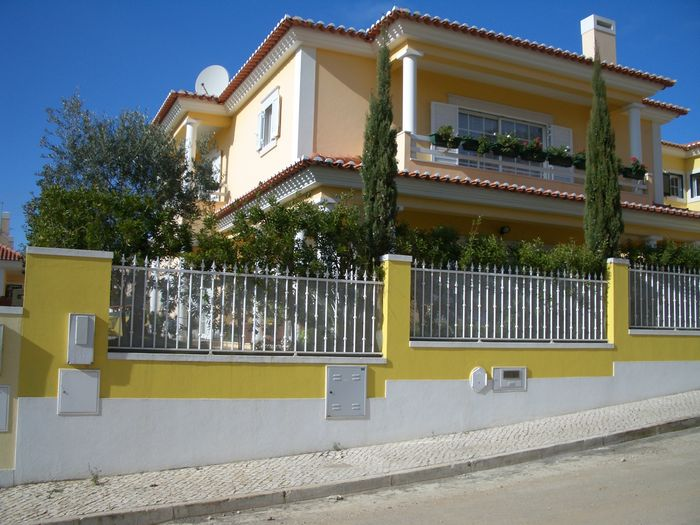 View Beautiful Villa in Cascais close