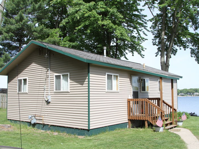 Muskegon michigan bass bend cottage for Muskegon cabin rentals