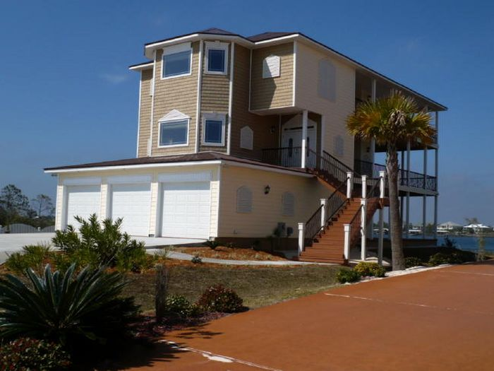 View Riverfront 5 bd House with Boat