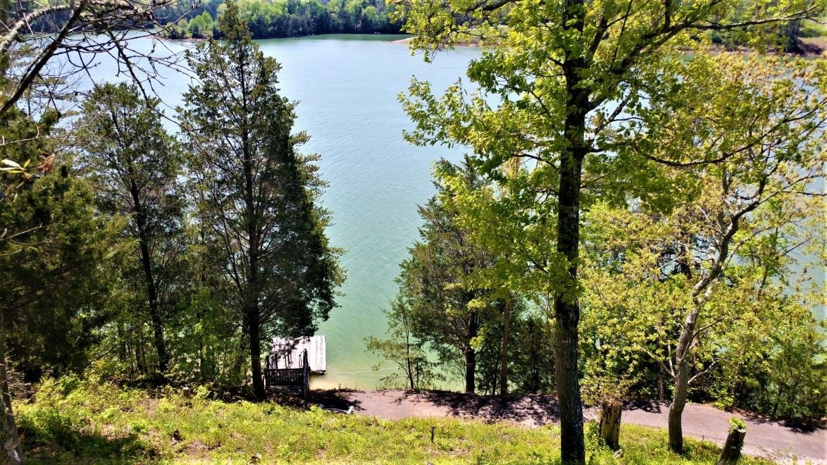 View Lakefront Cottage