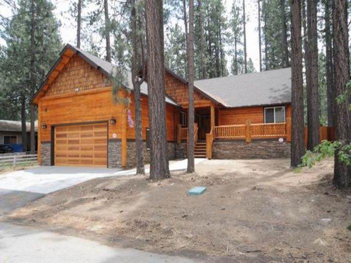 View Stunning New Tamarack Lodge with