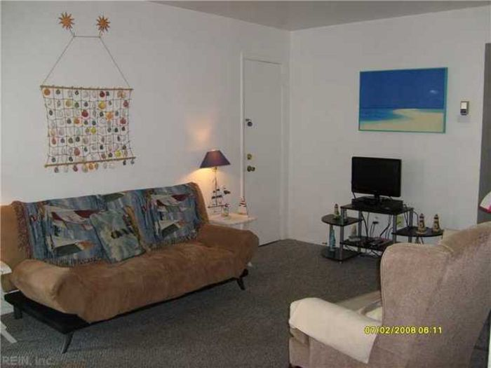View Charming Condo Block to Beach just