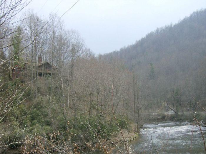 View Buckys Hideaway