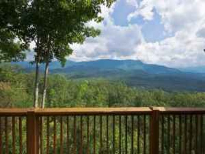 View SUMMER SALELuxury IMMACULATE CabinViewsWiFiHOT