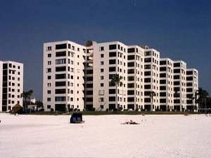 View Beachfront 7th Floor 3 Bed Condo