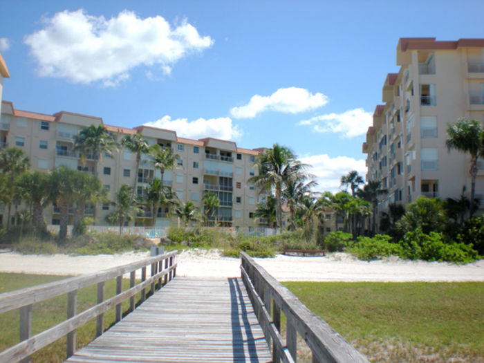 View Beachfront Leonardo Arms 1 Bedroom