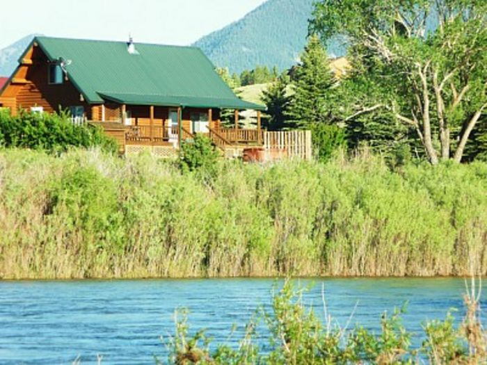 View Yellowstone River Log Cabin