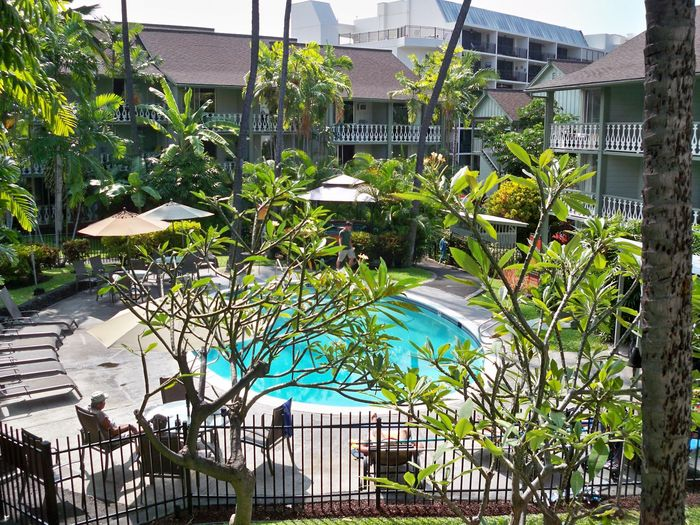 View Romantic Hawaiian Beach Condo Clean