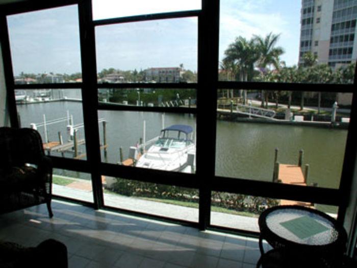View Barefoot Pelican 226