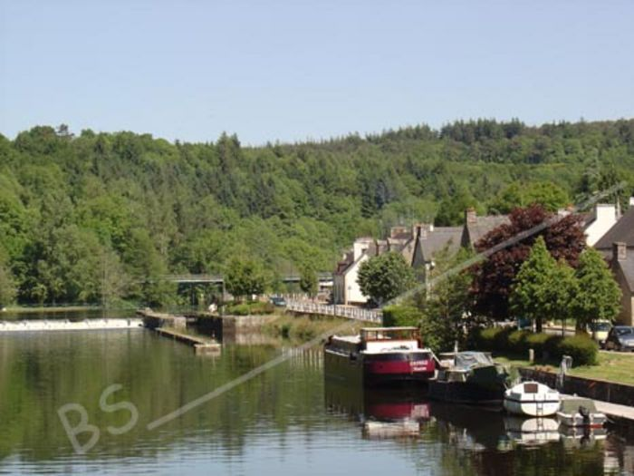 View Le Nid Accommodation in Brittany