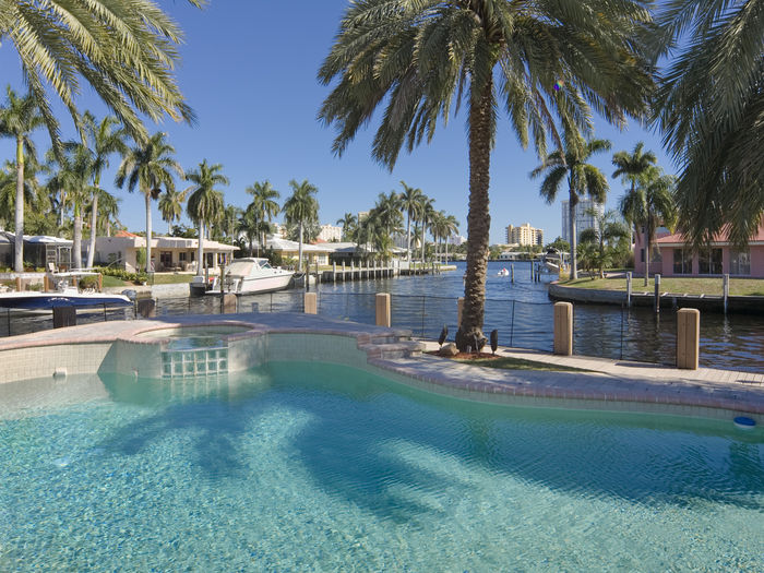 View Waterfront Paradise Modern 3 Bedroom