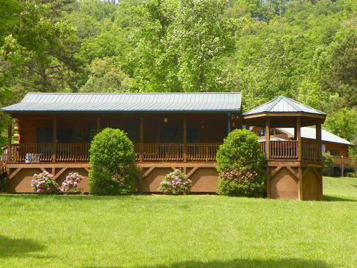 View Bears Den  Traditional Log Cabin