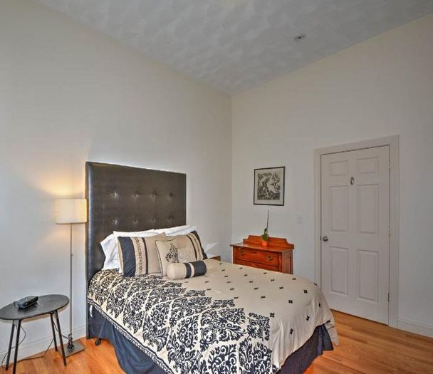 View Jamaica Plain 2 bedrooms near Sam