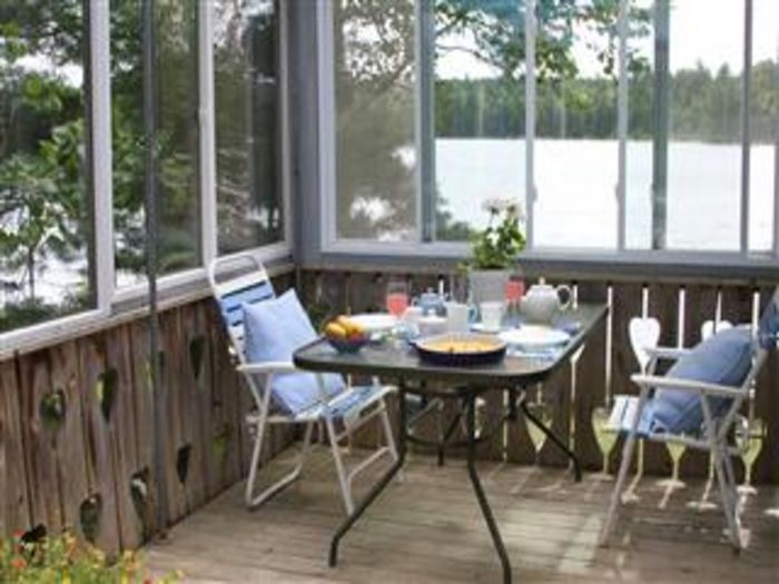 View Romantic Maine Lakeside Cottage