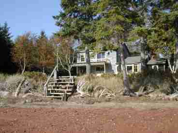 View Shorefront Retreat Secluded On