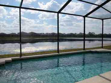View A Stunning Lakefront Pool 4 Bed3