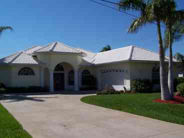 View Magnificent Cape Coral Waterfront